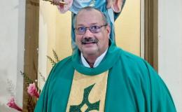 De acólito del Papa a párroco entregado